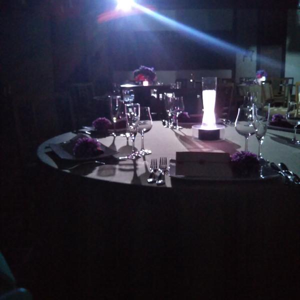 披露宴会場でライトダウンしての光の演出です。