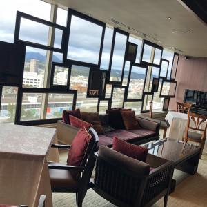 このお洒落な窓は、この会場ならでは!天気が良いと富士山も!|510507さんのTHE ORIENTAL SUITE(掛川グランドホテル)の写真(670076)