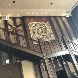 長い階段がこの会場の1つの魅力。ドレスを魅せながら入場を。|510507さんのTHE ORIENTAL SUITE(掛川グランドホテル)の写真(670074)