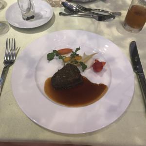 光の加減で暗いですが、とても美味しい肉料理でした。|510507さんの日本平ホテルの写真(666498)