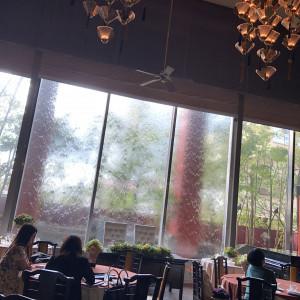 マンダリンという会場。自然光が入り込み、水のカーテンが素敵。|510507さんのTHE ORIENTAL SUITE(掛川グランドホテル)の写真(670072)