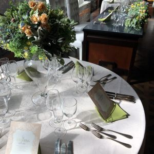 会場のテーブルレイアウト一例です。ナチュラル風で素敵。|510507さんのTHE ORIENTAL SUITE(掛川グランドホテル)の写真(670075)