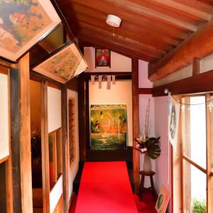 廊下に沢山の作品を展示|515176さんの五十嵐邸ガーデンの写真(691186)
