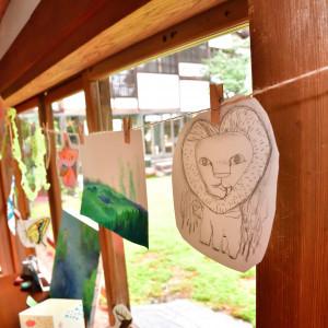 廊下に沢山の作品を展示|515176さんの五十嵐邸ガーデンの写真(691188)