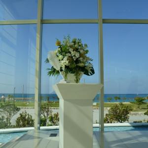式場の装花|517984さんのシー シェル ブルー/サザンビーチホテル&リゾート●小さな結婚式の写真(695157)