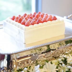 ケーキの前の花は挙式で使用したものを代用しました。|518560さんの星野リゾート リゾナーレ八ヶ岳の写真(699591)