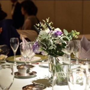テーブルコーディネートに合わせた花の色にしてもらいました|521384さんのThe New Hotel Kumamoto(ニューオータニホテルズ ザ・ニューホテル熊本)の写真(712589)