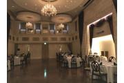 ダンスホールのようなラグジュアリーな会場