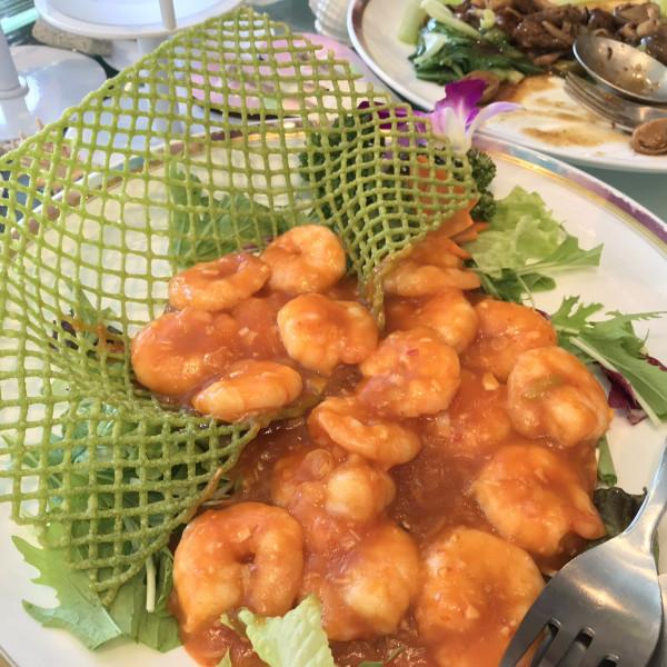 盛り付けが綺麗なエビチリ。かりゆしのエビ料理は美味しい
