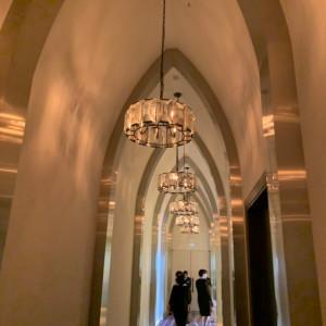 チャペルに続く天井の高い廊下|522892さんのハカタギ グランヒューリの写真(718050)