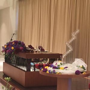 メインテーブルのお花もイメージに合わせた色で飾って頂きました 523224さんのザ・ミーツ マリーナテラスの写真(719224)