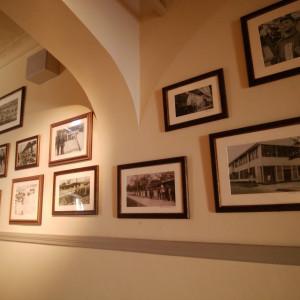 写真は自分たちで自由に飾ることができる。|523476さんのASHIYA MONOLITH 旧逓信省芦屋別館 ~芦屋モノリス~の写真(721683)
