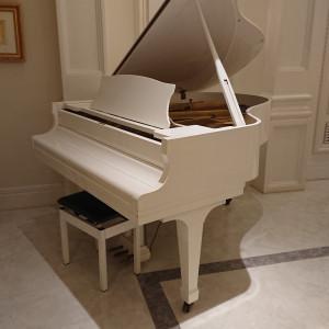 披露宴会場備え付けのグランドピアノ。当日はかならず生演奏つき 523597さんのアーククラブ迎賓館(金沢)の写真(734216)