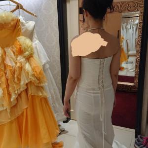 マーメイドドレスの後ろ。 下半身透けてます、、、。|525810さんの小さな結婚式 横浜店の写真(735377)