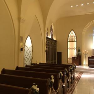ゲストの方が座る場所は、木目調|526030さんの赤坂ル・アンジェ教会の写真(737273)