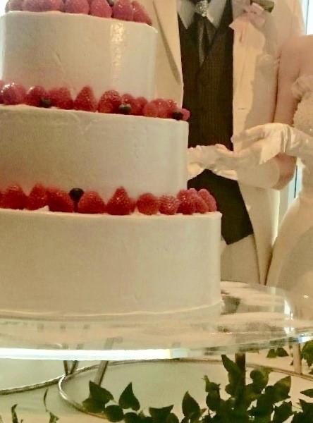 生の三段ケーキ