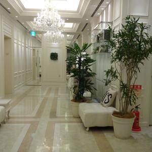 受付の横の廊下。ソファなどコーディネート可。 527211さんのアニヴェルセル 長野の写真(743470)
