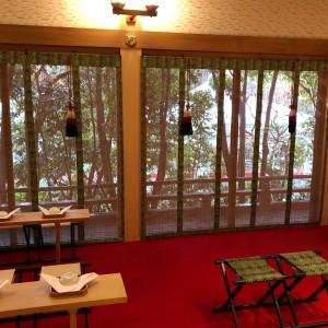 神殿内は片側だけ窓があり、緑が見えます。|530232さんのRoyal Garden Palace 八王子日本閣の写真(769304)