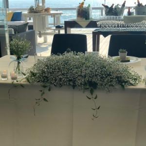かすみ草、マトリカリアの可愛らしい装花をオーダーしました!|531591さんのシーサイド リビエラの写真(773678)