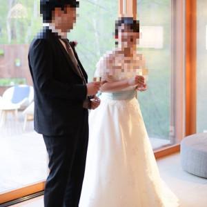 挨拶などたくさん動くので、コンパクトなドレスがおすすめです。|531803さんの星野リゾート 軽井沢ホテルブレストンコートの写真(778622)
