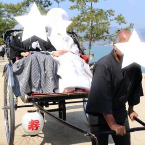 人力車の方は本物のまげをゆっています。|532943さんの厳島神社の写真(961284)