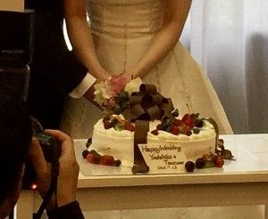 ウエディングケーキです。 リボンに特徴を出しました。|537086さんのL'Atelier de Fiona(ラトリエ ドゥ フィオナ)の写真(812824)