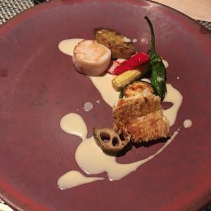 メインの魚料理です。地元の野菜を使用されています。|537446さんのアカガネリゾート京都東山(AKAGANE RESORT KYOTO HIGASHIYAMA)の写真(815193)
