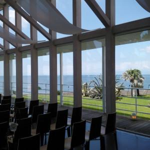 チャペルから見える海と芝の色のコントラストがTHEリゾート|537543さんのリビエラ逗子マリーナ(シーサイド リビエラ)の写真(1066780)
