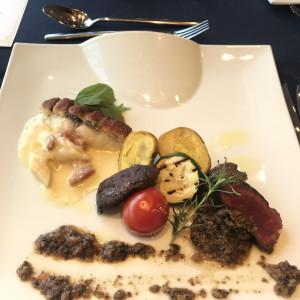 メインの魚・肉 当日は2皿別々にサーブ 538546さんのヴォヤージュ ドゥ ルミエール ~Chatan Resort~の写真(822223)