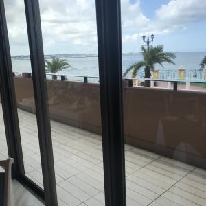 披露宴会場からの外の眺め 538546さんのヴォヤージュ ドゥ ルミエール ~Chatan Resort~の写真(822220)