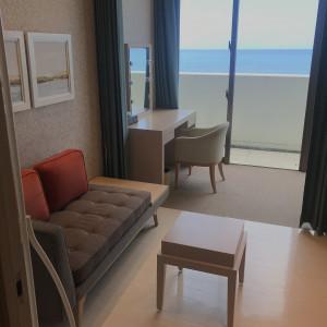 海を見ながら支度 538546さんのヴォヤージュ ドゥ ルミエール ~Chatan Resort~の写真(822214)