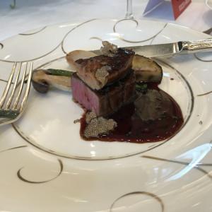 お肉の上にフォアグラとトリュフがのっていました。美味しかった|545062さんの京都 アートグレイス ウエディングヒルズの写真(873375)