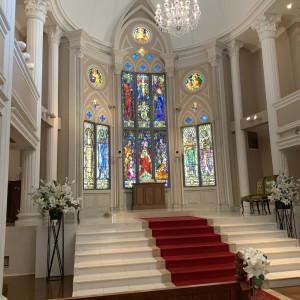 ステンドグラスも素敵、階段があり高低差があるのもポイント|545207さんの京都 アートグレイス ウエディングヒルズの写真(875008)
