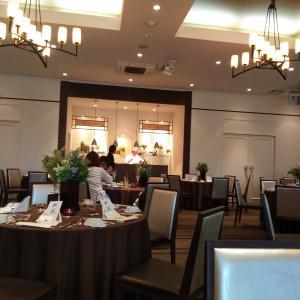 オリエンタル邸。奥のキッチンでシェフが料理しているのを臨める 546331さんのブランヴェールアベニュー熊本の写真(884591)