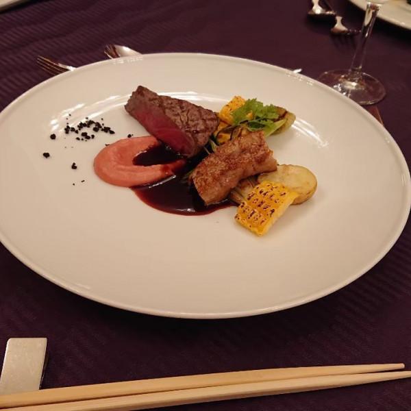 メインの肉料理ソースにも野菜が使われてます。