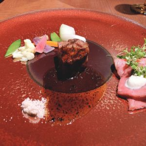 メインです。 熊本の赤牛がとても美味しかったです。|547594さんのラソールガーデン大阪の写真(898515)