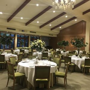 披露宴会場はナチュラルな雰囲気 547677さんのホテル軽井沢エレガンス 「森のチャペル軽井沢礼拝堂」の写真(897272)