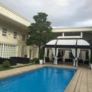 プールでバルーンの演出があります。|549657さんのアクアガーデン迎賓館(沼津)の写真(912430)