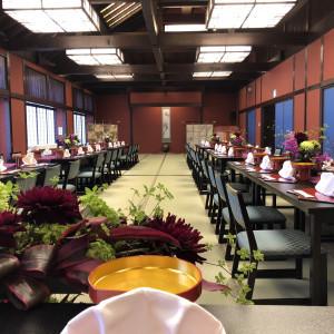 和室に綺麗な花が飾られ、 これからゲストが来ます。 551623さんのSHOZANKAN(仙台 勝山館)の写真(929696)
