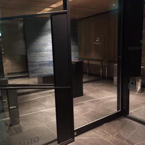 喫煙室の前の空間から。たどり着くまでに、二枚扉があります。|557667さんのTHE GRAND GINZA(ザ グラン銀座)の写真(1008266)
