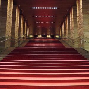 式場建物内にある大階段、撮影スポットにもなる|564569さんのラ・フェット ひらまつ (ひらまつウエディング)の写真(1166186)