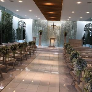 ガラス張りで正面の外には水が流れています♪ 566115さんのガーデンヒルズ迎賓館(松本)の写真(1063812)