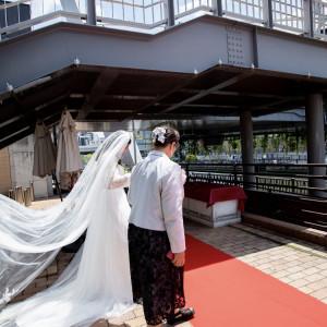 長めのバージンロード♡|568779さんの8G Horie RiverTerrace Weddingの写真(1085129)