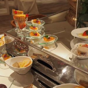 挙式と披露宴の間にゲスト待合室に用意された前菜ビュッフェ|572404さんの盛岡グランドホテルの写真(1114608)