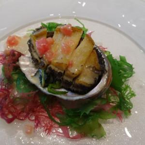温前菜のアワビ。親御の世代にも好評でした。 575147さんのアルカンシエル横浜 luxemariage アルカンシエルグループの写真(1217854)