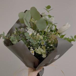 披露宴会場に飾っていたお花などを花束にしてくれました 579294さんのNEST by THE SEA(ネストバイザシー)の写真(1155170)