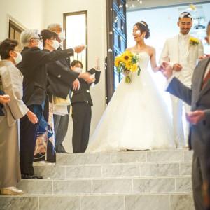 フラワーシャワーも階段で行います!|588326さんのヒルサイドクラブ迎賓館(札幌)の写真(1224769)