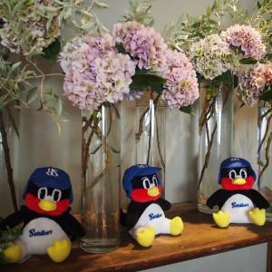 テーブルに花はいらないと伝えましたが会場には季節の花が。|588865さんのIWAI OMOTESANDO(イワイ オモテサンドウ)の写真(1228090)
