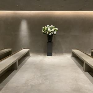 毎週変わる花が楽しみな挙式会場|588865さんのIWAI OMOTESANDO(イワイ オモテサンドウ)の写真(1228088)