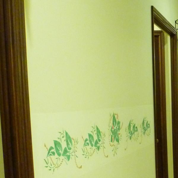 壁にはお花の模様
